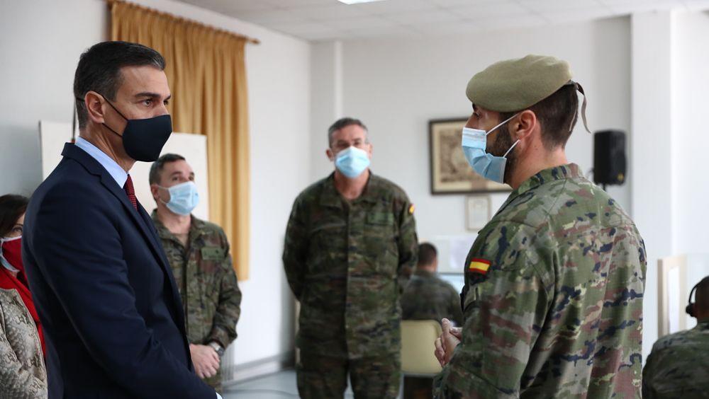 Sánchez visita a los rastreadores de las Fuerzas Armadas