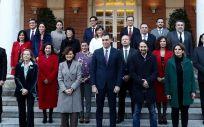 Foto oficial del Gobierno de coalición antes del primer Consejo de Ministros (Foto: Pool Moncloa / Fernando Calvo)