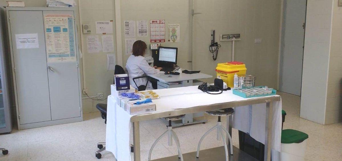 Imagen de una consulta médica de un centro penitenciario. (Foto. IIPP)