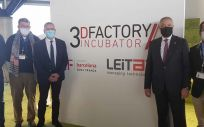 El secretario general para el Reto Demográfico, Paco Boya, en su visita a la 3D Factory Incubator en la Zona Franca de Barcelona (Foto. Miteco)