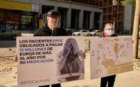 La representación, a las puertas del Ministerio de Sanidad (Foto. APEPOC)