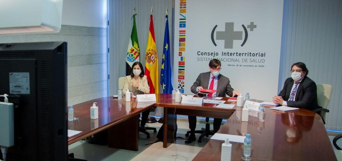 De izq. a der: La ministra de Función Pública, Carolina Darias; el ministro de Sanidad, Salvador Illa y el consejero de Sanidad de Extremadura, José María Vergeles. (Foto. @Sanidadgob)