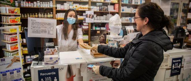 Farmacia de Barcelona (Foto. DAVID ZORRAKINO   EUROPA PRESS )
