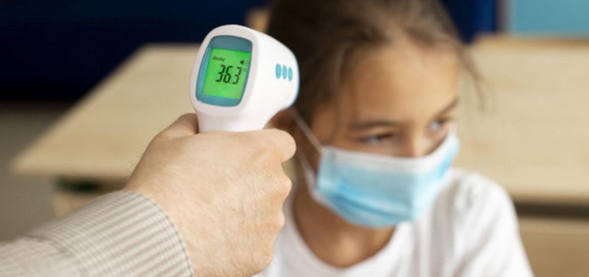 Los niveles más bajos de anticuerpos también explicarían por qué los niños parecen transmitir el virus de forma menos eficiente (Foto. Freepik)