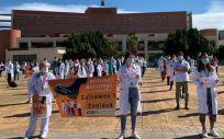 Médicos durante una protesta a las puertas del Hospital Virgen de la Arrixaca en Murcia. (Foto. CESM)