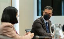 El presidente del Gobierno, Pedro Sánchez, y la ministra de Sanidad, Carolina Darias, durante la reunión del Comité de Seguimiento del Coronavirus (Foto. Moncloa)