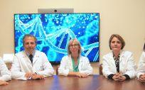 Los doctores Sara Jiménez, Miguel Chiva (radiólogos), Esther Suárez (ginecóloga), María Orera (genetista) y Elena Meliá (ginecóloga) (Foto. Ruber Internacional)