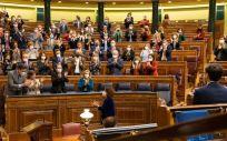 Aplausos en el Congreso tras la aprobación de los Presupuestos Generales del Estado para 2021 (Foto: Congreso)