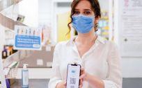La presidenta de la Comunidad de Madrid, Isabel Díaz Ayuso, presenta la tarjeta sanitaria virtual el pasado 22 de junio (Foto. Comunidad de Madrid)