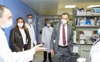 Duque visita el Clínic y el Idibaps para conocer su vacuna