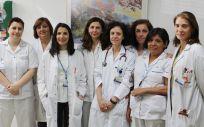 Las doctoras Cutillas (3ª por la izda), Aragón (4ª por la dcha) y Benavides (1ª por la dcha), junto al resto del equipo de la Unidad de Disfagia de la FJD