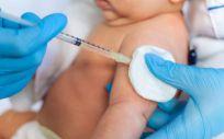 Bebé recibiendo una vacuna (Foto. Freepik)