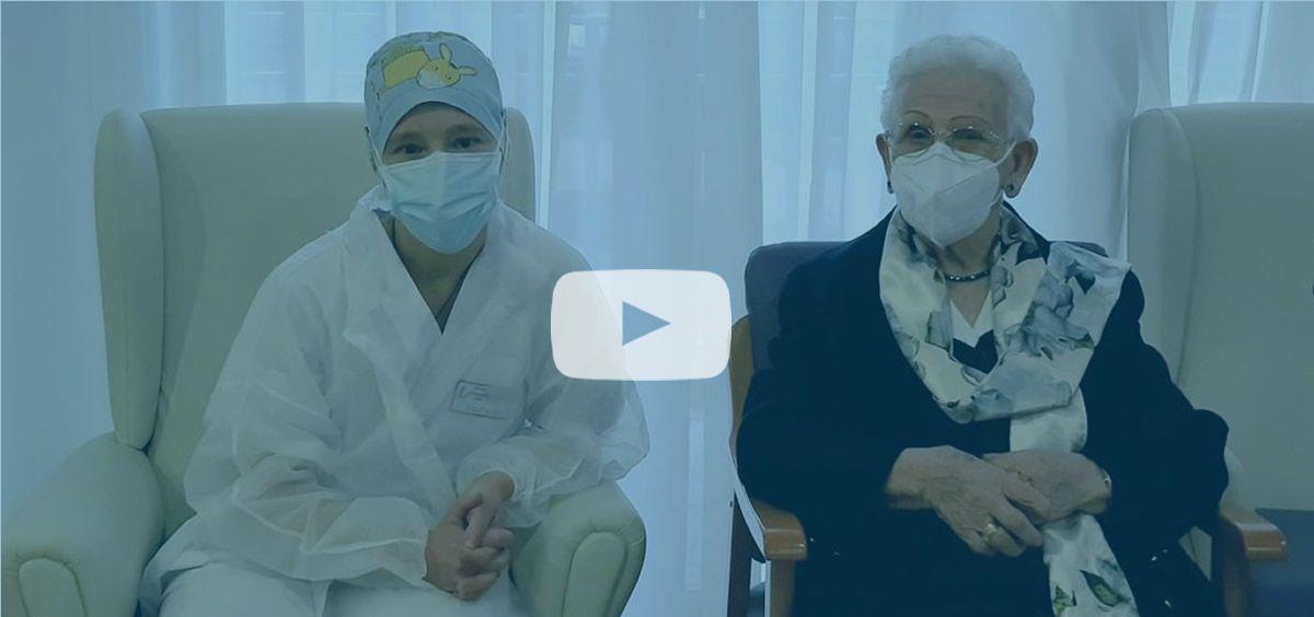 Araceli Rosario Hidalgo y Mónica Tapias, las primeras vacunadas de la Covid-19 en España (Foto. @sanidadgob)