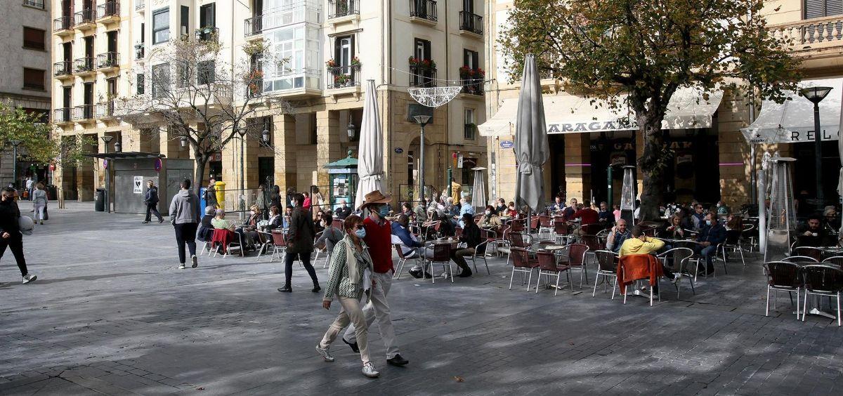 Personas pasean con mascarillas (Foto. Nagore Iraola   Europa Press   Archivo)