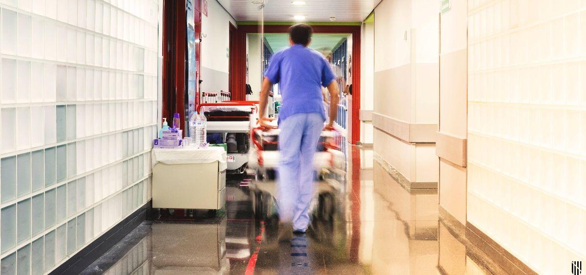 Sanitario en un centro hospitalario (Foto. GOIB)