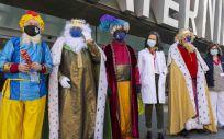 La comitiva de los Reyes Magos de Oriente, recibida por los profesionales sanitarios del Materno Infantil (Foto: Hospital General Universitario Gregorio Marañón)