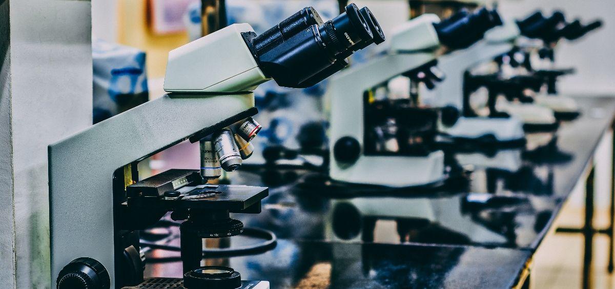 Microcospios en un laboratorio. (Foto. Unsplash)