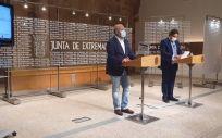 Los consjeros de Sanidad y Economía, en rueda de prensa  (Foto. JUNTA DE EXTREMADURA)