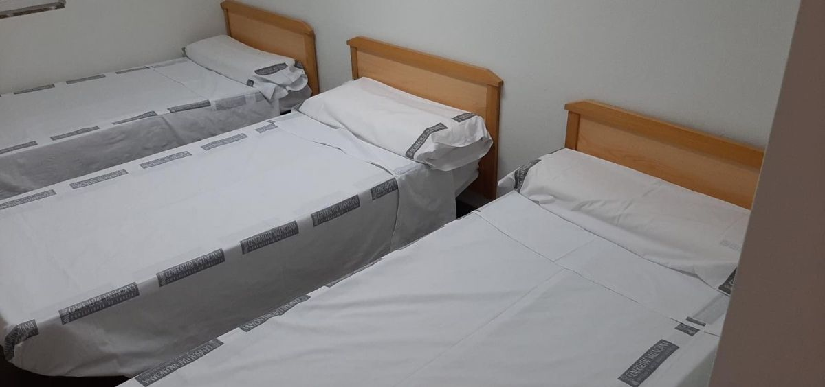 Los MIR del Hospital de Alicante denuncian que las camas son insuficientes y no guardan las distancias mínimas. (Foto. CH)