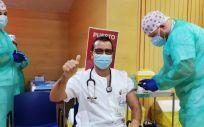 Ribera vacuna en 24 horas al 100% de sus profesionales asistenciales en el Hospital de Torrevieja