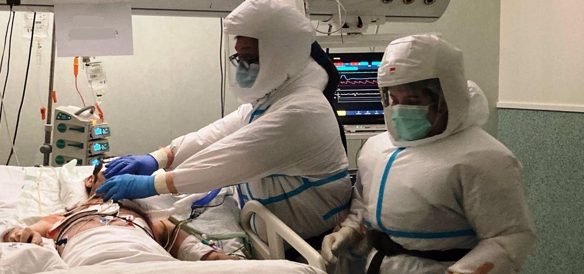 Profesionales de la Unidad de Cuidados Intensivos (UCI) del Hospital Santa Lucía (Foto. Europa Press