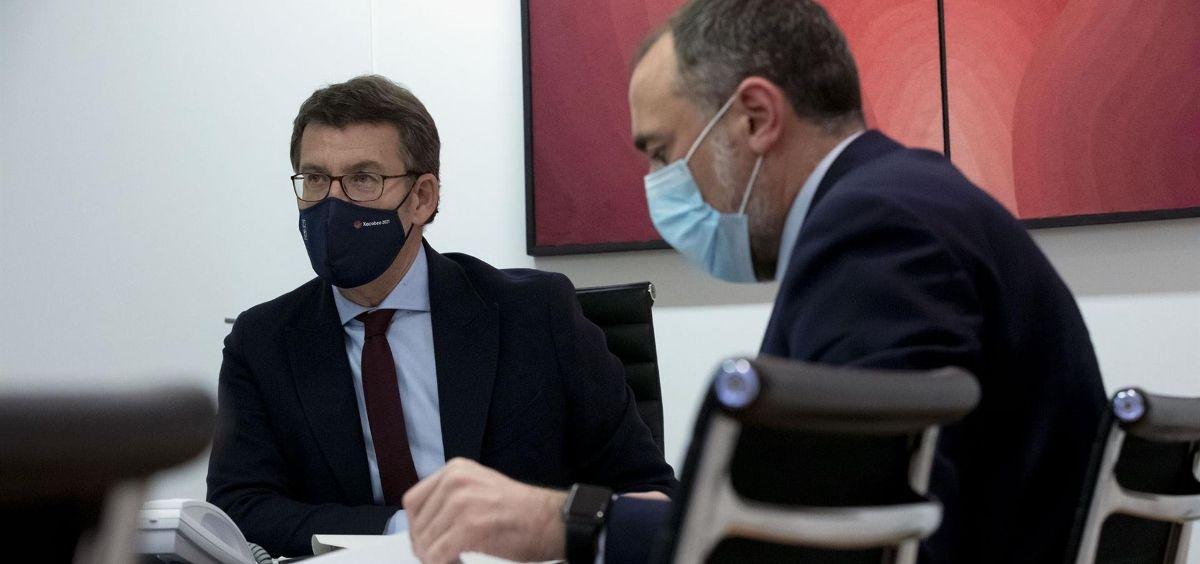 El presidente de la Xunta, Alberto Núñez Feijóo, junto al consejero de Sanidad, Julio García Comesaña (Foto: Xunta de Galicia)