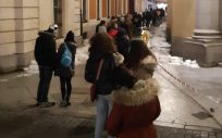 Madrileños esperan su turno para donar en el dispositivo de macrodonación habilitado en la Real Casa de Correos, este miércoles en la capital (Foto: Centro de Transfusión)