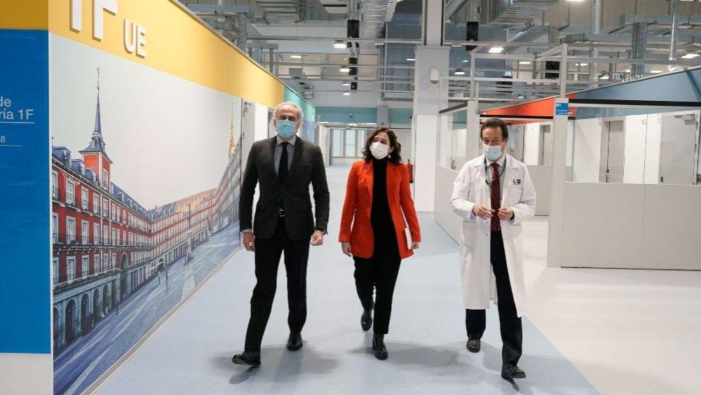 Enrique Ruiz Escudero, Isabel Díaz Ayuso y Fernando Prados visitan el Hospital Enfermera Isabel Zendal (Foto: CAM)