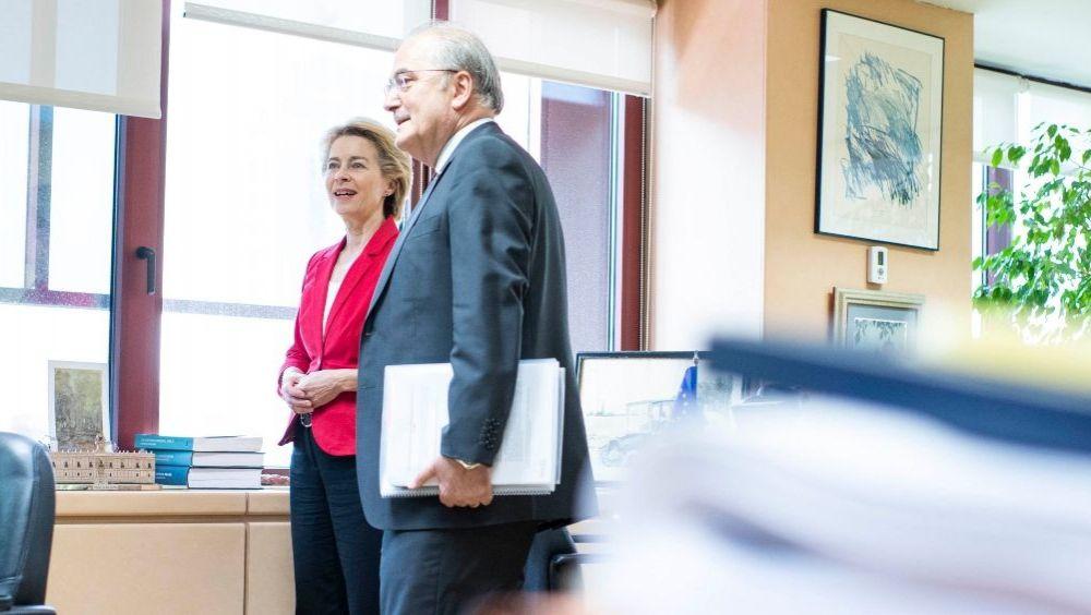 Ursula von der Leyen, presidenta de la Comisión Europea, junto a Francisco Fonseca, director de la Representación de la Comisión Europea en España (Foto: @Dir_CEenEspana)