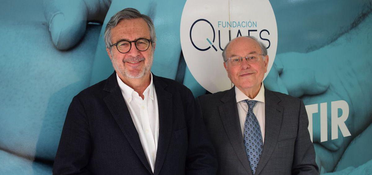 Javier Benítez (derecha) toma el relevo a César Nombela (izquierda) como presidente de la Fundación QUAES (Foto. Fundación QUAES)