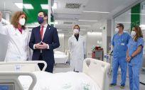 El presidente de la Junta de Andalucía, Juanma Moreno en la inauguración en Sevilla el Hospital de Emergencias Covid 19, antiguo Hospital Militar (Foto. Junta de Andalucía)