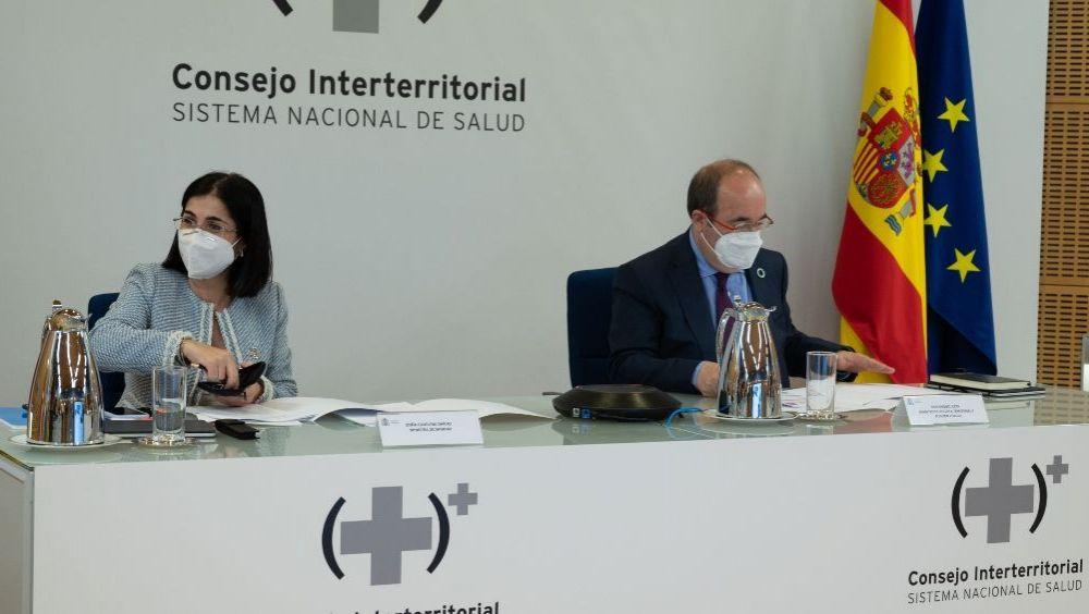 Carolina Darias y Miquel Iceta, antes del pleno del Consejo Interterritorial: (Foto: Pool Moncloa/Borja Puig de la Bellacasa)