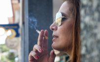 Mujer fumando un cigarro. (Foto. Ricardo Rubio   Europa Press)