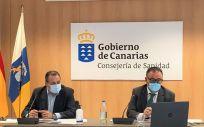 El consejero de Sanidad del Gobierno de Canarias, Blas Trujillo, y el director del Servicio Canario de la Salud, Conrado Domínguez (Foto. Gobierno de Canarias)