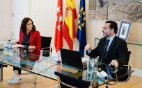 Isabel Díaz Ayuso, presidenta de la Comunidad de Madrid, junto a Javier Fernández Lasquetty, consejero de Hacienda (Foto: CAM)