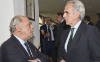 Isidro Díaz de Bustamante, presidente de la Asociación de Centros y Empresas de Hospitalización Privada (ACHOM) y Enrique Ruiz Escudero, consejero de Sanidad de la Comunidad de Madrid (Foto. ConSalud.es)