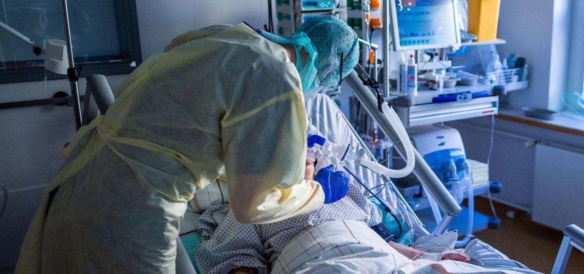 Paciente ingresado por Covid 19 (Foto. Jens Büttner dpa Zentralbild dp   Archivo EP)