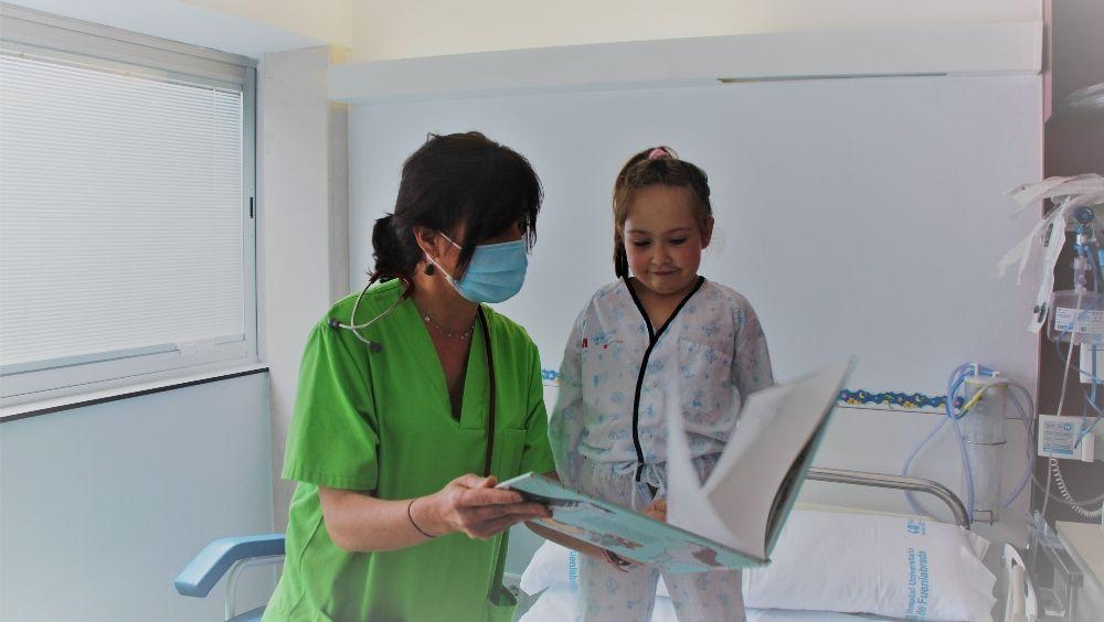 Niños del Hospital de Fuenlabrada reciben material educativo