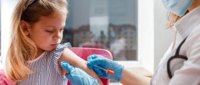 Vacunación de niños (Foto. Freepik)
