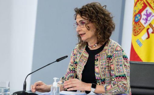"""Montero defiende la vacuna como """"única herramienta real"""" para acabar con la Covid-19"""