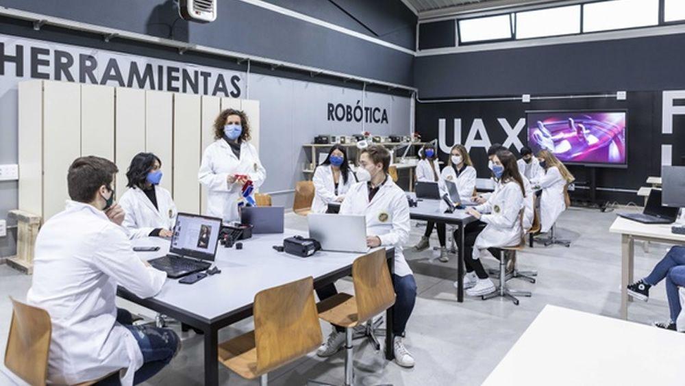 Alumnos de la Universidad  Alfonso X (Foto. Customimplants)