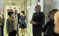 El consejero de Sanidad, Enrique Ruiz Escudero, en su visita a la sede de la Gerencia Asistencial de Atención Primaria (Foto. Comunidad de Madrid)
