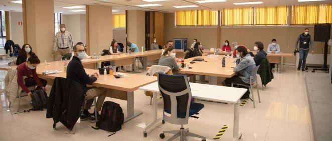 Aspirantes al MIR antes de realizar el examen. (Foto. Miguel Ángel Escobar / Consalud)