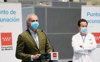 El consejero de Sanidad de la Comunidad de Madrid, Enrique Ruiz Escudero, en el Hospital Enfermera Isabel Zendal (Foto. Comunidad de Madrid)