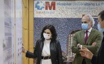 La presidenta madrileña Isabel Díaz Ayuso, junto al consejero de Sanidad, Enrique Ruiz Escudero. (Foto. CAM)