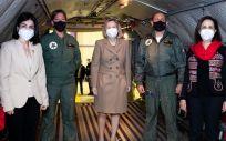 En los extremos, las ministras de Sanidad y Defensa, Carolina Darias y Margarita Robles (Foto: M.Defensa)