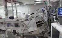 Un enfermo en una cama de la UCI del Hospital de Emergencias Isabel Zendal, Madrid (Foto. Eduardo Parra   Europa Press)