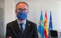 El consejero de Salud, Pablo Fernández Muñiz, fotografiado para la entrevista (Foto. Principado de Asturias)