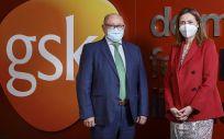 Dr. Antonio Valero, presidente de SEAIC, y Cristina Henríquez de Luna, directora general de GSK España (Foto.  GSK)