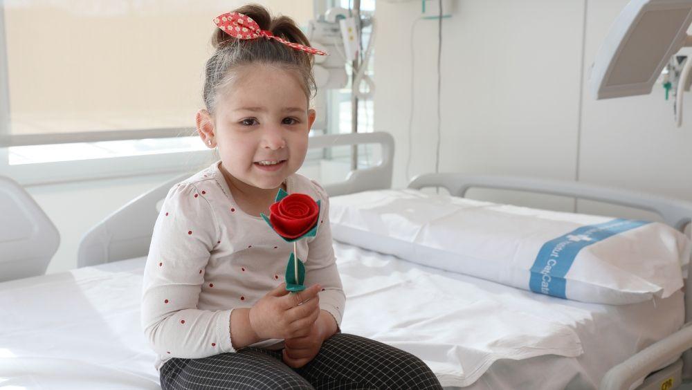 Vall d'Hebron celebra Sant Jordi con rosas solidarias